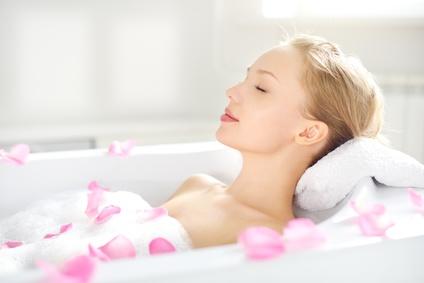 Sel d'Epsom en bain, un remede efficace pour la peau